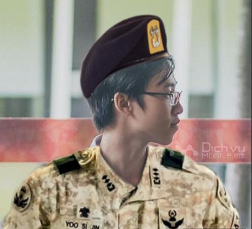 Tạo ảnh chân dung đại úy Yoo trong Hậu Duệ Mặt Trời với FotoRus